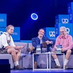Jonas Huckestein, Maximilian Tayenthal und Laurent Nizri discussing on sofa on stage at Bits & Pretzels 2018 thumbnail