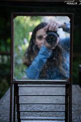 Autoreflejos (Javiera Peralta Toro-Moreno) Tags: viñadelmar chile museo artequin viña fotografa fotografia photography nikon mujer woman girl camara camera fotografiar reflejo espejo mirror reflect selfie autoretrato selfportrait