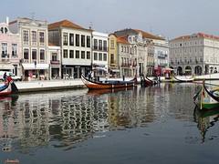 Transparence (Armelle85) Tags: extérieur nature paysage ville canal eau bateau moliceiro aveiro portugal reflet couleurs maisons architecture