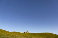 Home Of Windows XP (CoolMcFlash) Tags: fujifilm xt2 landscape blue sky green grass negativespace copyspace schneeberg almreserlhaus house austria loweraustria simple landschaft blau himmel grün wiese haus hütte österreich niederösterreich einfach fotografie photography simplicity xf18135mmf3556r lm ois wr hill hügel mountain berg