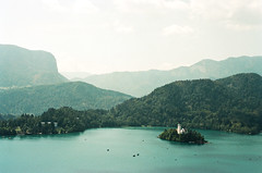 Bled, Slovenia (charlie 13N) Tags: bled slovenia europe europa tree summer lac lake firs island chruch boat blue sky light