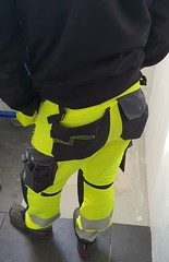 sexy guy.. (byggkille) Tags: snickers varslekläder hiviz hivis tightass workwear workpants byggbyxor