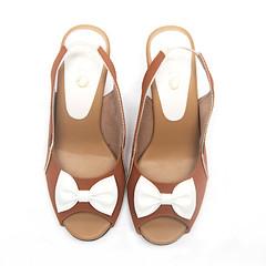 Jenny Tan And White Sling Back Heels 2 (paio.nirmal) Tags: paioshoes paio pop toes heels highheels heelsforwomen peeptoesheels peeptoes
