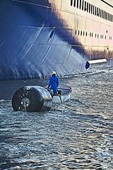 Protection (Filamon44) Tags: saintnazaire stx celebritycruises celebrityedge 44600 44 chantiersdelatlantique formejoubert imo9812705 cruise liner canon canoneos7d
