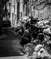 Part two: La Sicilia è.....a impressive barricades of trash... =O( (Palermo) (Pep Peñarroya) Tags: lasiciliaè sicilia sicily italy palermo skancheli