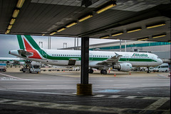Alitalia a321 I-BIXN Aeroporto Fiumicino Roma (Michele Centurelli) Tags: nikon tail airport alitalia airbus a321 ibixn d3000 fiumicino roma rome aeroporto