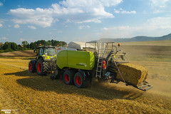 Baling Straw by CLAAS (martin_king.photo) Tags: harvest harvest2018 2018harvestseason bales balingstraw summerwork powerfull martin king photo machines strong agricultural greatday great czechrepublic welovefarming agriculturalmachinery farm workday working modernagriculture landwirtschaft martinkingphoto moisson machine machinery field huge big sky agriculture tschechische republik power dynastyphotography lukaskralphotocz day fans work place blue yellow allclaaseverything allclaas claasaxion850 cmatic claasquadrant5300rc large square baler claasaxion claasquadrant bale