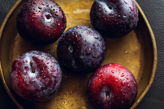 Ripe Plums (Hanna Tor) Tags: fruits ripe fresh tasty organic healthy hannator drops water stilllife plate kitchen cooking