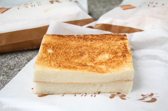 真芳吐司蛋餅 板烤吐司外酥內軟,煉乳起司鹹甜涮嘴【捷運中山】誠品南西店美食 @J&A的旅行