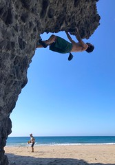 Escalando en playa de Monsul, Almería (eustoquio.molina) Tags: escalada playa monsul cabo gata almería deporte sport mar marine