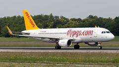Airbus A320-214(WL) TC-DCA Pegasus (William Musculus) Tags: airport spotting tcdca pegasus airbus a320214wl bsl mlh eap basel mulhouse euroairport freiburg lfsb pc pgt a320200