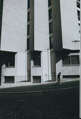 2. Alignés (artnoir) Tags: photo noir et blanc 1 2 3 4 5 6 7 8 10 9 13 swag black white paris arrondissement ville street old bricks