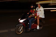 Bangkok – Sukhumvit Road (Thomas Mülchi) Tags: sukhumvitroad khlongtoeidistrict bangkok thailand 2018 nightshot people persons man flash woman motorbike krungthepmahanakhon th