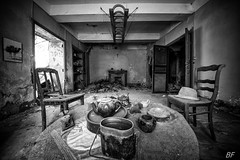 Breakfast is ready ! (poupette1957) Tags: art atmosphère architecture abandoned abandonné black canon city curious detail deco decay french grandangle house hat imagesingulières interior life monochrome noiretblanc noir old photographie rue ruine street town urban urbex ville v