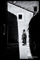 2018-07-29-08-07-Cahors-674Pt (Pontalain) Tags: cahors strase bw calle contrast contraste kontrast nb ombre rue ruelle schatten shadow silhouette silueta sombra strasse street lot france fr