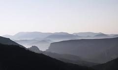 Je te dirai les matins bleus (Emmanuelle2Aime2Ailes) Tags: paysage montagne verdon châteauneuflesmoustiers rougon alpesdehauteprovence provence randonnée matin 2dwf newbeginning