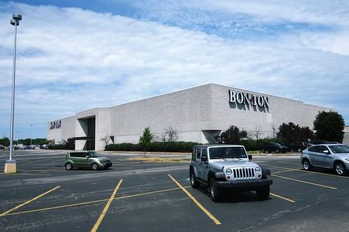 Usa Erie Pa Millcreek Mall Complex Defunt Bon Ton Department Store
