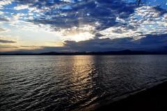 Felicidade... é a minha palavra! Boa Semana! (Ruby Ferreira ®) Tags: sunset rays bay beach baía pôrdosol sky céu nuvens clouds raiosdesol sand areia