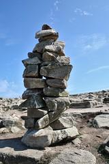 Cairns bretons (TarValanion) Tags: bretagne finistère pierre roche cairn cailloux pointeduraz