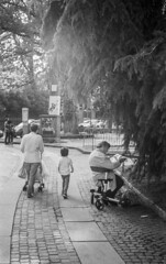 (davidezanotto) Tags: tmax400 kodak streetphoto streetphotography turin italy analogic bnw filmisnotdead m2 leicam leica