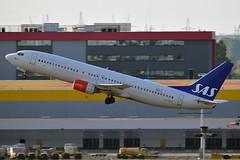 """Bergfora Viking"" SAS Scandinavian Airline System LN-RPN Boeing 737-883 cn/30470-717 @ EBBR / BRU 17-08-2018 (Nabil Molinari Photography) Tags: bergforaviking sas scandinavian airline system lnrpn boeing 737883 cn30470717 ebbr bru 17082018"