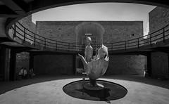 Museo Leonora Carrington, SLP, Mexíco. (de.bu) Tags: museoleonoracarrington leonoracarrington sanluispotosí mexiko mexico mzuiko12100f4 blackwhite sw architecture architektur statue slp slpstate hdr highdynamicrange olympus omd microfourthirds