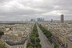 Barrio de la Défense desde el Arco de Triunfo, París (Miguelanxo57) Tags: ciudad edificios arquitectura vista paisajeurbano ladéfense parís francia calle
