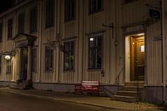 The red bench (MIKAEL82KARLSSON) Tags: gränna night natt nightshot nightphoto nattfoto småland jönköping polkagris sverige sweden vättern street park sony a7ll samyang 50mm mikael82karlsson