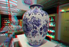 De Porceleyne Fles BlueWare Delft 3D (wim hoppenbrouwers) Tags: anaglyph stereo redcyan deporceleynefles blueware delft 3d jar vaas vase delfsblauw delftware
