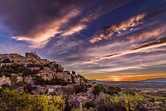 Gordes (Vaucluse) au réveil   -Gordes (Vaucluse) on awakening- (Shoot Enraw) Tags: gordes vaucluse sunrise village ciel couleurs