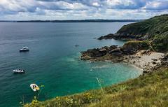 Cote d'Armor (Photo - Pile) Tags: bretagne sea clouds color france plage sand beach rock cliff paysage landscape ciel sky grass pelouse baie bay falaise côte