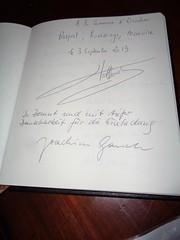 Signature du livre d'or par François Hollande 2013