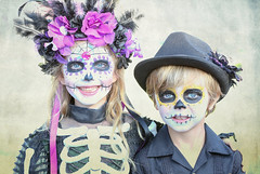 Hollywood Forever Cemetery Dia de Los Muertos 2018 7 (Marcie Gonzalez) Tags: 2018 hollywood forever cemetery cemeteries death life celebration event events southern california calif ca los angeles county socal so cal north america us usa united states hispanic mexican mexico tree dia de muertos all souls day dead halloween ghost ghosts graves día skull skulls skeleton face painting costume custom art night red roses painted