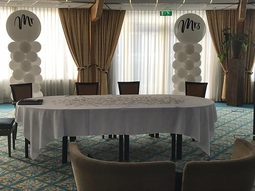 Ballonpilaar Breed Rond Mr and Mrs Carlton Oasis Hotel Spijkenisse