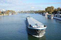 La Seine au pont de Saint-Cloud (RarOiseau) Tags: v1500 paris îledefrance fleuve bateau bleu flickrtravelaward