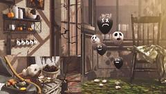 943 (Tomomi alpaca Homewood) Tags: fragments salem falloween halloween decoration balloon treats tray shelf bat