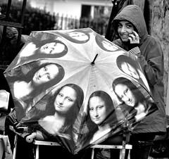 _DSC1259 -Jocondes (Le To) Tags: nikond5000 noiretblanc nerosubianco bw monochrome streetview streetportrait parapluie joconde portrait ritratto
