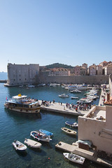 A beautiful day at Dubrovnik Port (HansPermana) Tags: dubrovnik croatia kroatien hrvatska easteurope osteuropa eu europe europa hafen hafenstadt adriaticsea oldtown oldbuilding city cityscape april 2018 spring frühling kingslanding gameofthrones