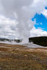 Old Faithful - Yellowstone National Park - Fall 2018-58.jpg (jbernstein899) Tags: oldfaithful geyser yellowstonenationalpark tourists geothermalactivity wyoming