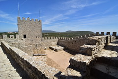 Castelo de Sesimbra, torre de menagem (pedrik) Tags: medieval portugal castle sesimbra cistern cheminderonde d7200 arrábida adarve sooc tokinaaf1116mmf28 tokinaatx116prodx view1000