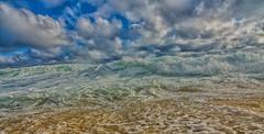 Ondas arrebentando (mcvmjr1971) Tags: vermelho nikon d7000 lens tokina 1116mm f28 seaside litoral praia beach mar water ondas wave mmoraes niteroi itacoatiara regiao oceanica