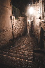 Dubrovnik, Croatia (pas le matin) Tags: wall mur alley street rue ruelle travel voyage world europe europa croatie croatia hrvatska dubrovnik city ville cityscape streetlight night light lumière lampadaire nuit escalier stairs canon 7d canon7d canoneos7d eos7d