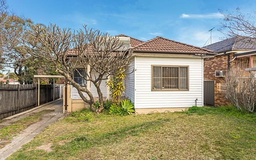 4 Napoleon Rd, Greenacre NSW 2190