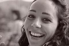 Happy days (Olivier Simard Photographie) Tags: sourire portrait visage jeunefemme noiretblanc nb regard yeux joiedevivre