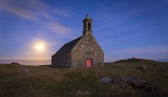 Lever de lune sur menez Sant-Mikael (Le Beux Pascal) Tags: lune chapelle brasparts menezsantmikael montsaintmicheldebrasparts bretagne montsdarrée finistère