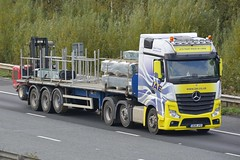 DG18 JFO (panmanstan) Tags: mercedes actros mp4 wagon truck lorry commercial flatbed freight transport haulage vehicle m62 motorway eastcowick yorkshire