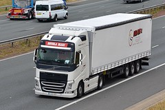 3102 HZV (Martin's Online Photography) Tags: volvo fh4 truck wagon lorry vehicle freight haulage commercial transport a1m northyorkshire nikon nikond7200 international