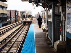 Waiting at the Argyle stop (Web-Betty) Tags: chicago cta chicagotransitauthority illinois urban city