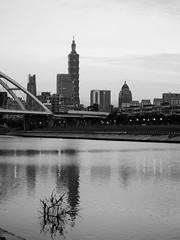 P1055526_LR (enno7898) Tags: panasonic lumix lumixg9 dcg9 1240mm f28 riverbank river reflection cityscape landscape