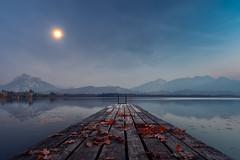 Moonlight (Klaus Steinert) Tags: landschaft wasser steg natur herbst see berge blätter bayern blauestunde mond allgäu hopfensee füssen